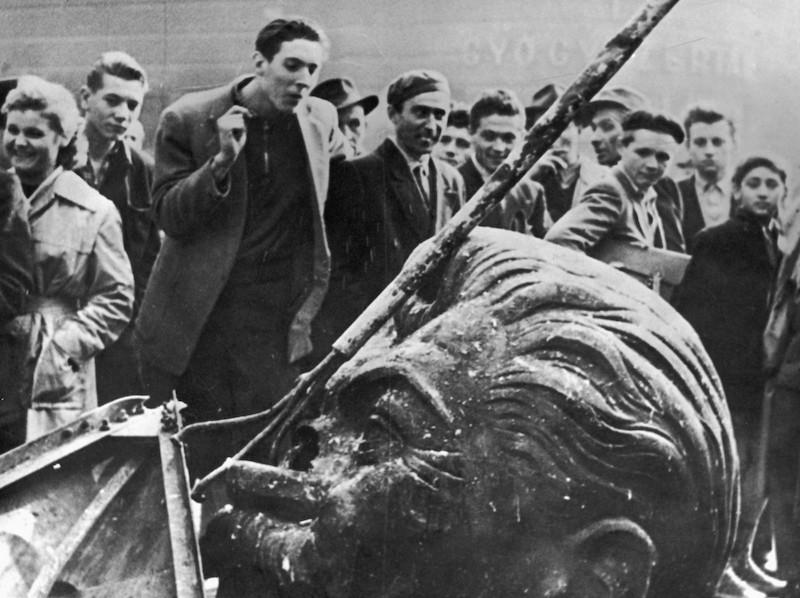 https://e-minbar.com/images/fullsize/media/stalin-budapest800x598.jpg